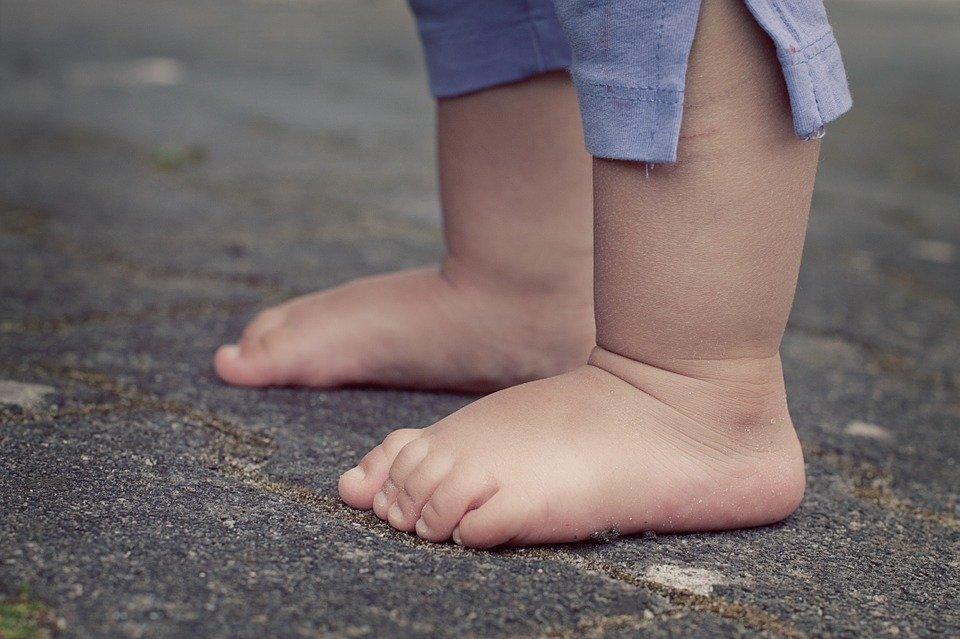 stopy dziecka małego