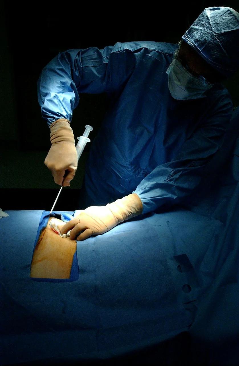 Anemia plastyczna to schorzenie będące wynikiem zaburzonej pracy szpiku kostnego, wytwarzającego zbyt małą ilość krwinek czerwonych, krwinek białych oraz płytek krwi.